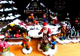 Gedrechseltes, Weihnachtshaus, Seiffen, Erzgebirge in Deutschland ©noten-apitz.de; Bildquelle: Musikverlag Apitz