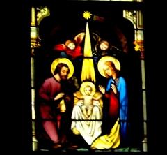 Schwerin Schlosskirche Chorraum Fenster: Weihnachtskirppe (Lk.2,1-20); Bildquelle: Musikverlag Apitz